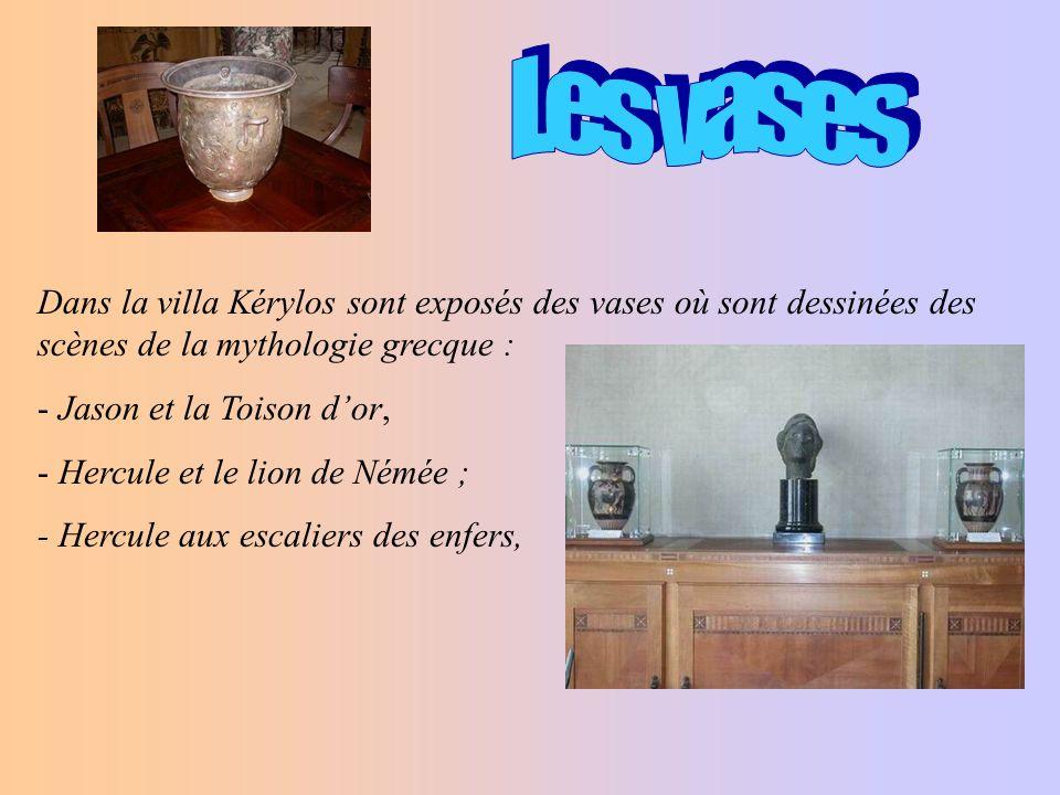 Dans la villa Kérylos,on peut voir un mobilier prestigieux réaliser par Bettenfeld en bois exotiques précieux (prunier dAustralie, noyer dAmérique, citronnier, poirier incrustés de marqueterie divoire.)