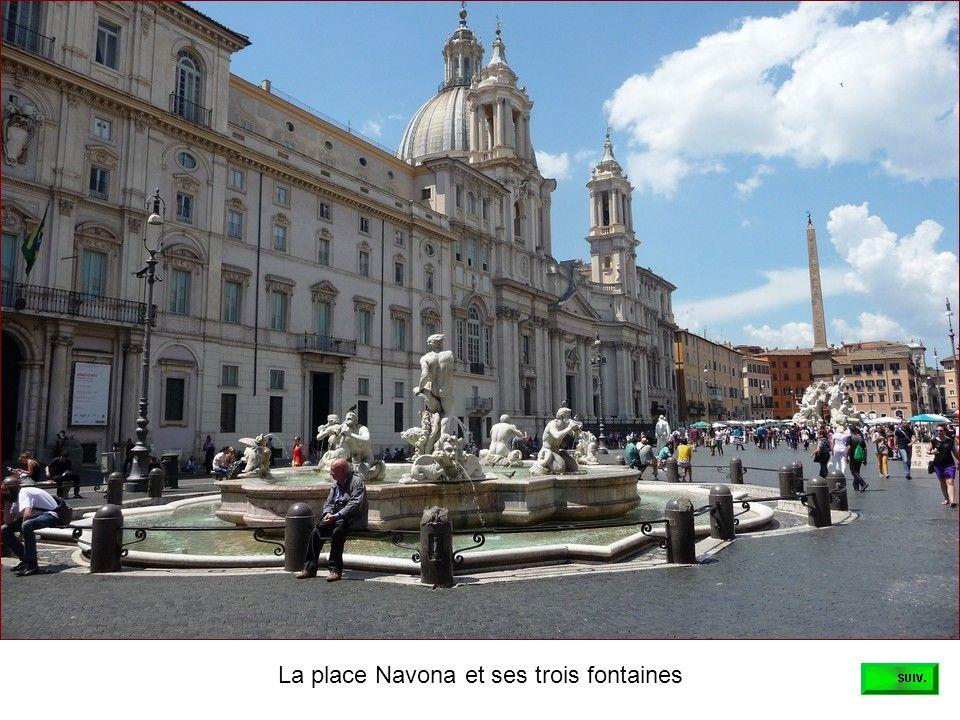 Laprès-midi, notre guide nous fait découvrir les rues pittoresques de Rome