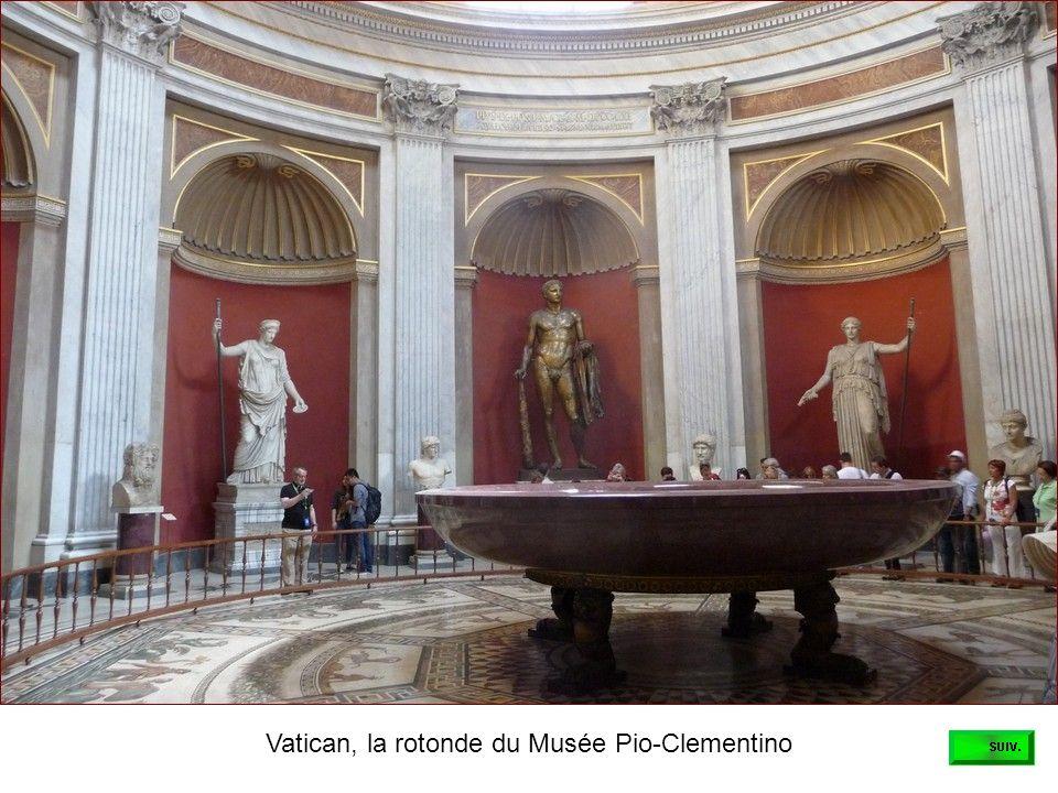 Samedi matin, dans les jardins du Vatican, la cour de la Pigna
