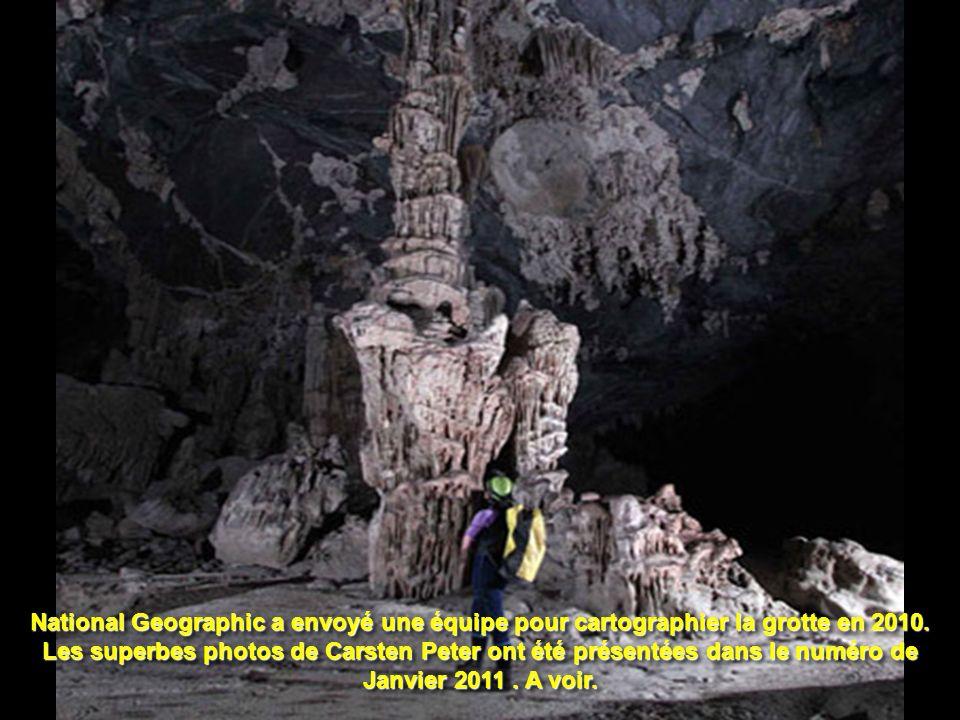 La grotte est considérée comme la plus grande du monde. Une de ses salles pourrait contenir un gratte-ciel de New York ! La grotte possède un fleuve e