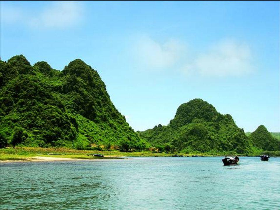 La plus grande grotte du monde Découverte au Viet Nam en 1991 La plus grande grotte du monde Découverte au Viet Nam en 1991 ( Mountain River Cave )