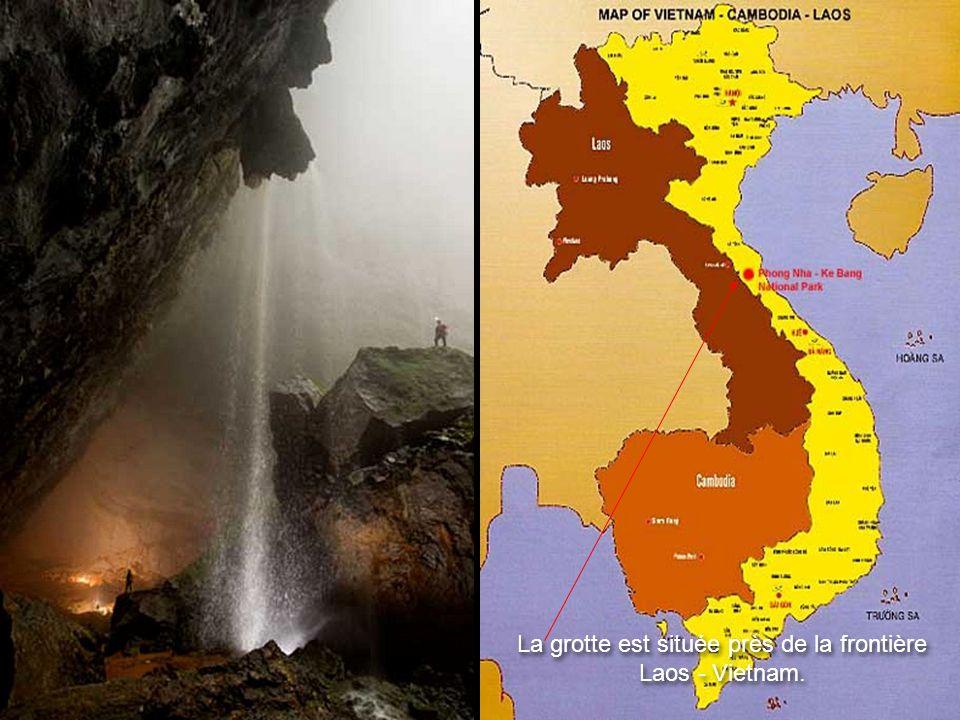 Située dans le parc national Phong Nha - Ke Bang, près de la frontière du Laos, la grotte fait partie d'un réseau de quelque 150 grottes dans les mont
