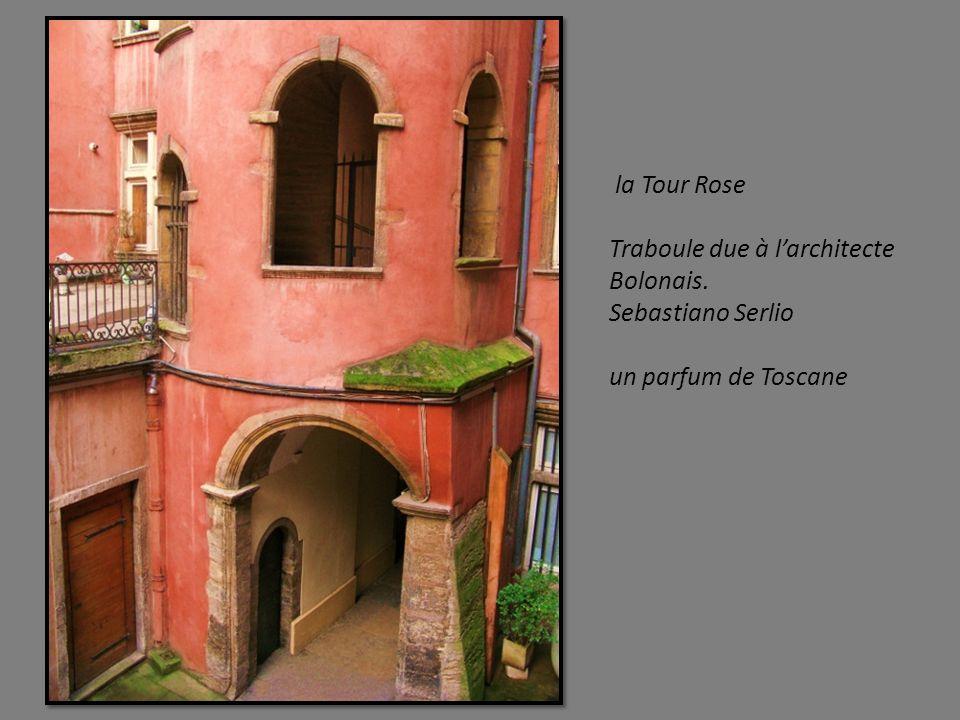 la Manécanterie. Ancien édifice faisant partie de lancien cloitre de la Cathédrale Saint Jean. Au 13éme, elle devient la Maison des Chantres ( chanteu