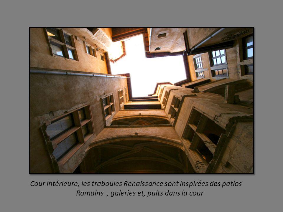 Rue de l Ancien Palais de Justice, ancienne rue des Fouettés, puis rue du Palais, elle jouxte le siège historique de la Justice Lyonnaise