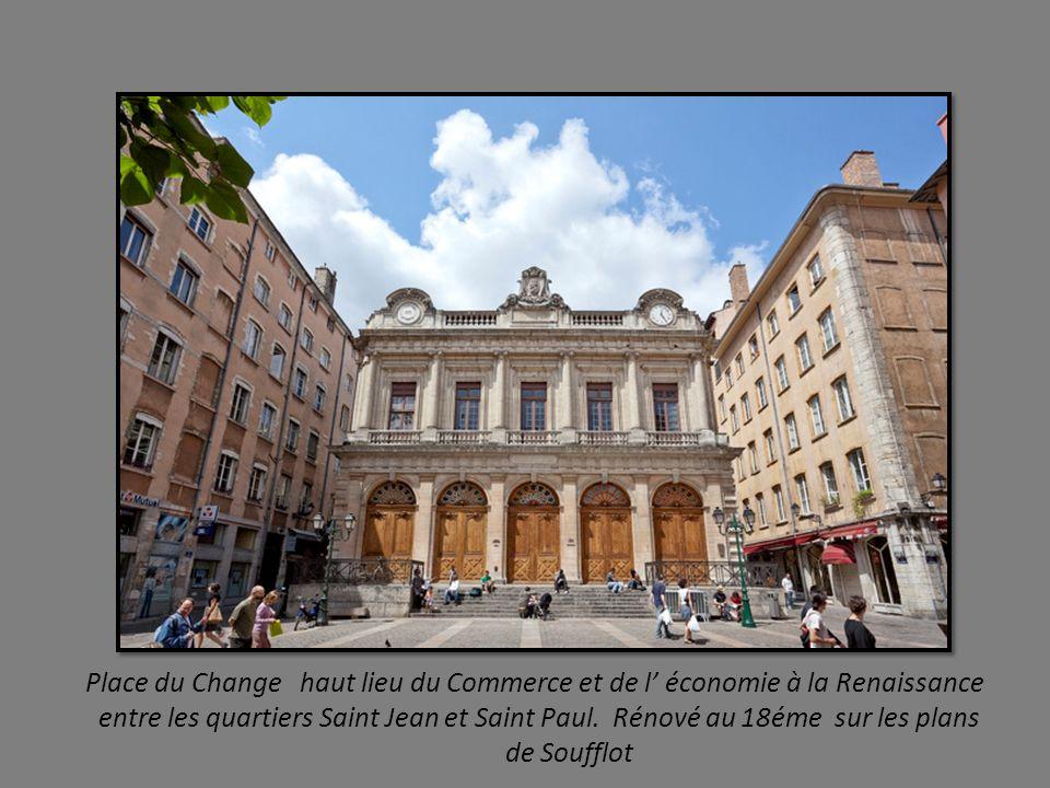 Maison des Avocats. Belle maison Renaissance du quartier St Jean fondée en 1471, rénovée en 1979, accueille le Musée International de la Miniature