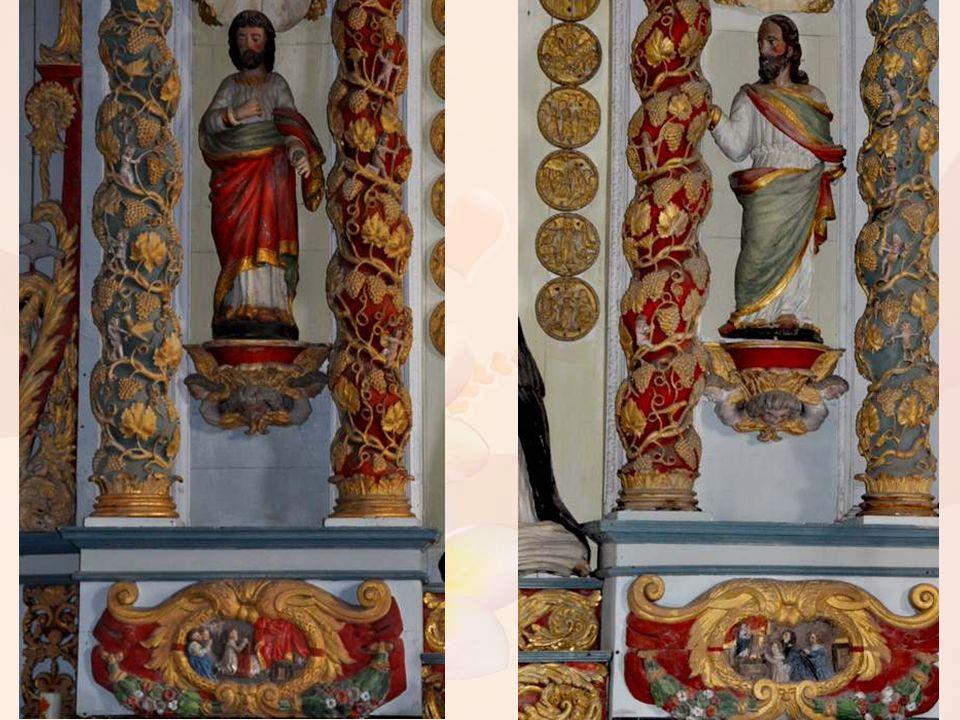 Le retable du Rosaire (XVIIème siècle) : le panneau central représente la Vierge et l enfant Jésus donnant le rosaire à sainte Catherine de Sienne et à saint Dominique.