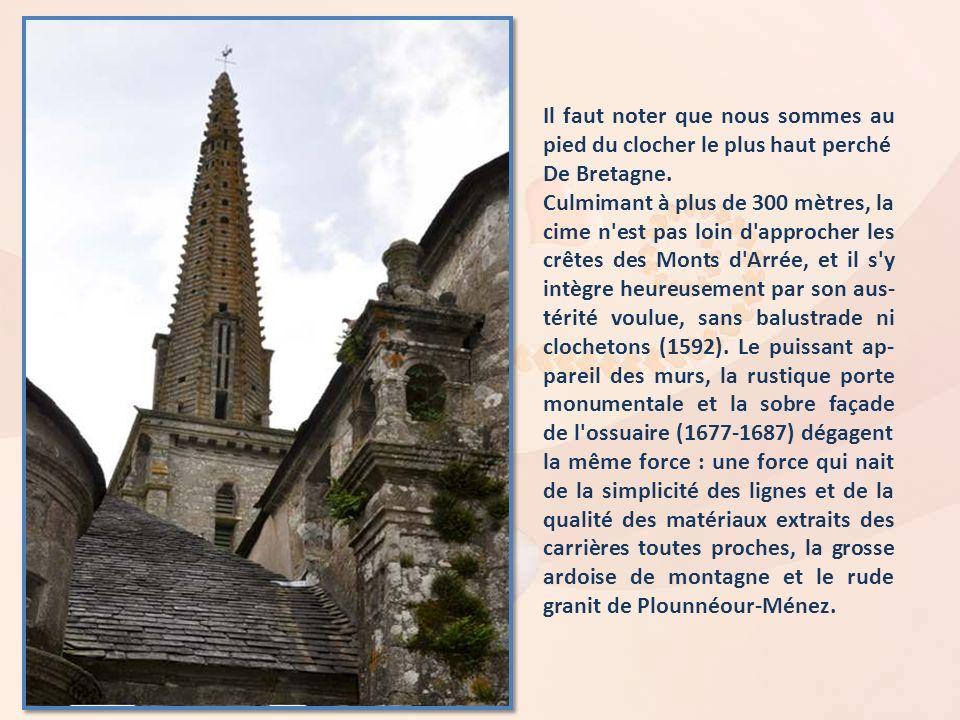 Il faut noter que nous sommes au pied du clocher le plus haut perché De Bretagne.