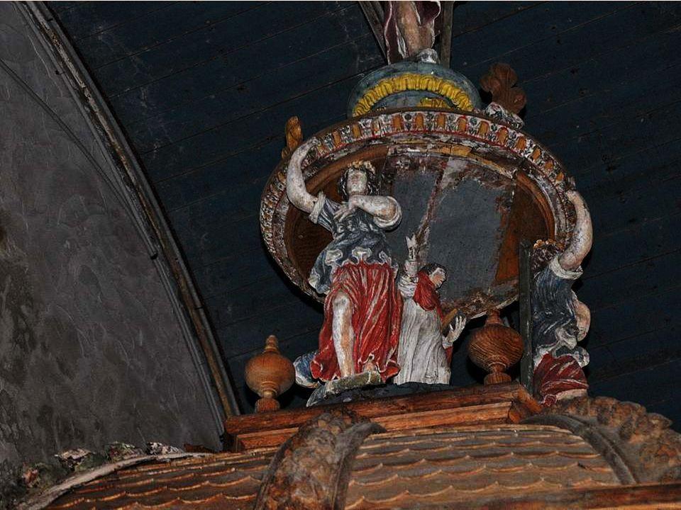 Un baptistère qui date de 1656 – 1683 : la cuve est surmontée d un baldaquin portant la date de 1683, oeuvre d Honoré Alliot (sculpteur de Brest), reposant sur des pilastres où s appuient cinq statues : la Foi, l Es- pérance, la Charité, la Justice et la Tempérance.