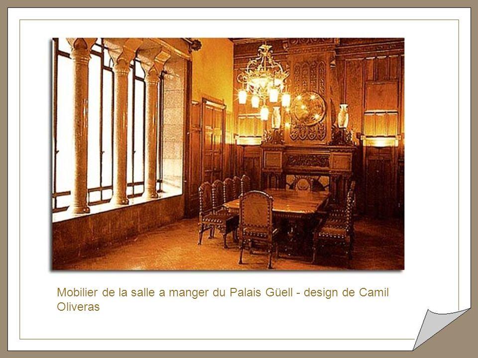 Cette extravagante chaise longue était recouverte, à l'époque, de peau de vache et se trouvait dans la chambre du Comte de Güell.