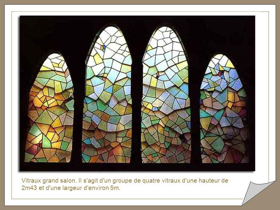 Vitraux grand salon. Ces vitraux se trouvent dans le haut du grand salon derrière les arcs de la coupole.