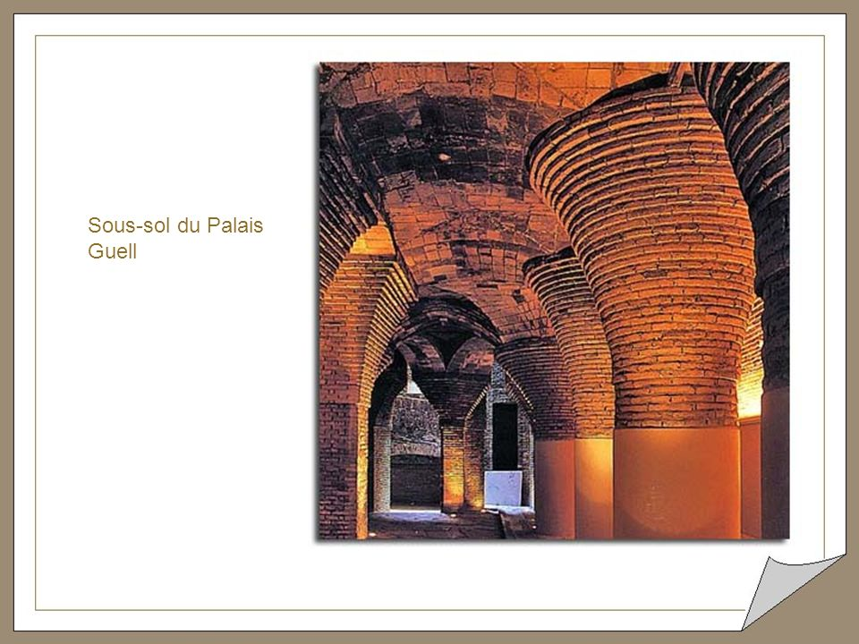 Cheminée et sol en marbre d'une des chambres du palais