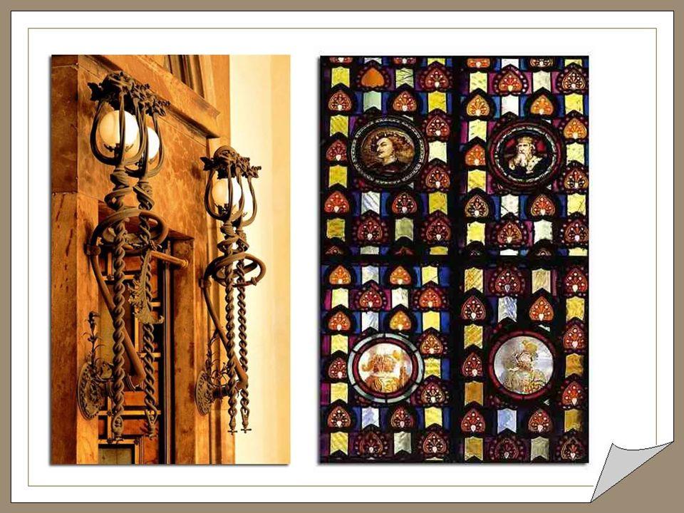 Sofa trois places acajou, bronze et cuirs de Cordoue Le dessin du sofa n est pas de Gaudi.