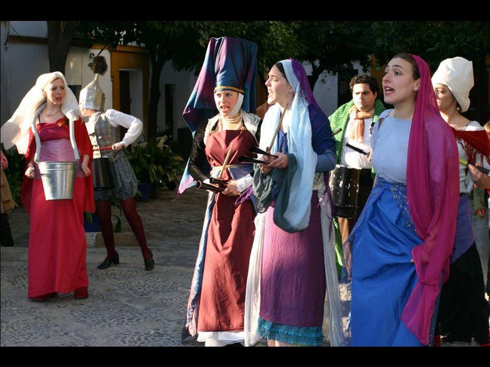 Seville: A street theater in the alleys / Séville : théâtre de rue, dans les ruelles.
