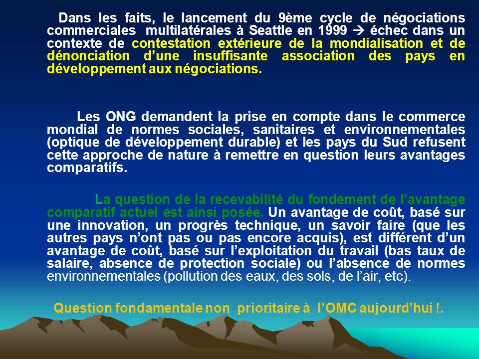 Dans les faits, le lancement du 9ème cycle de négociations commerciales multilatérales à Seattle en 1999 échec dans un contexte de contestation extérieure de la mondialisation et de dénonciation dune insuffisante association des pays en développement aux négociations.