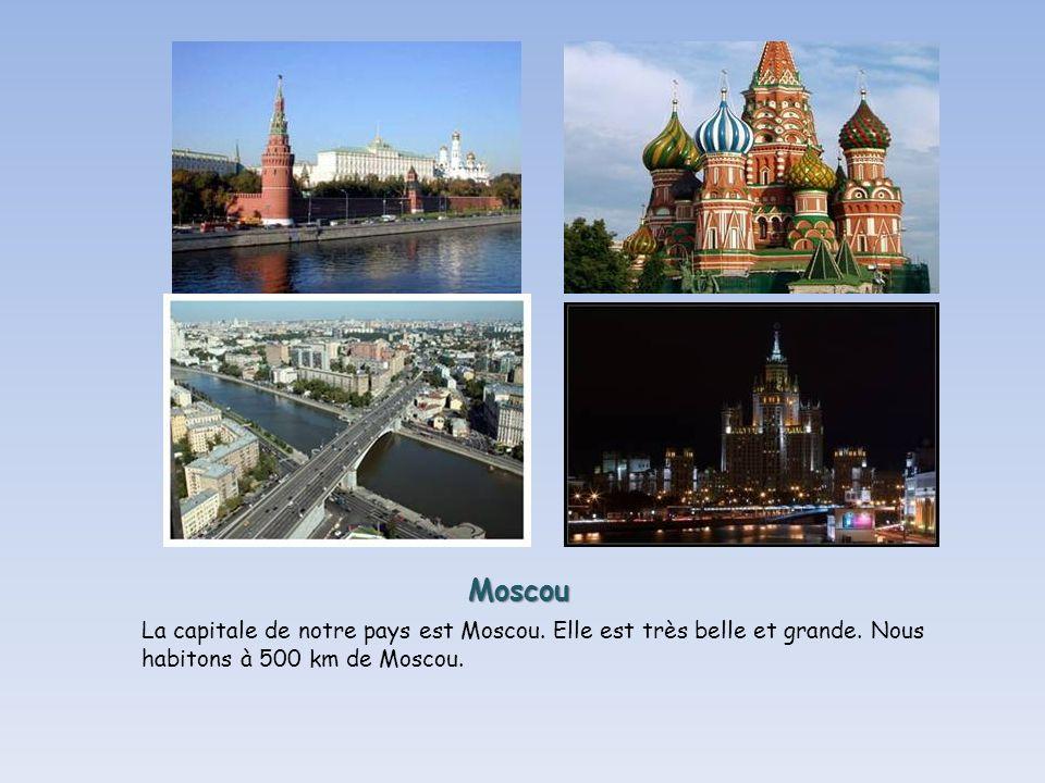 Moscou La capitale de notre pays est Moscou.Elle est très belle et grande.