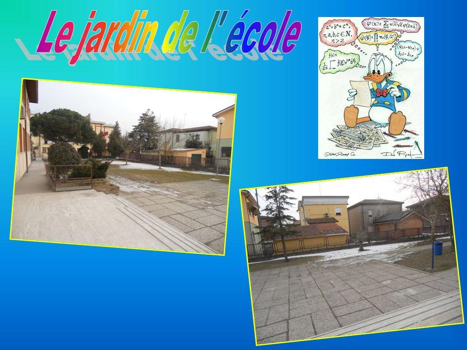 Dans notre école il y a deux étages.