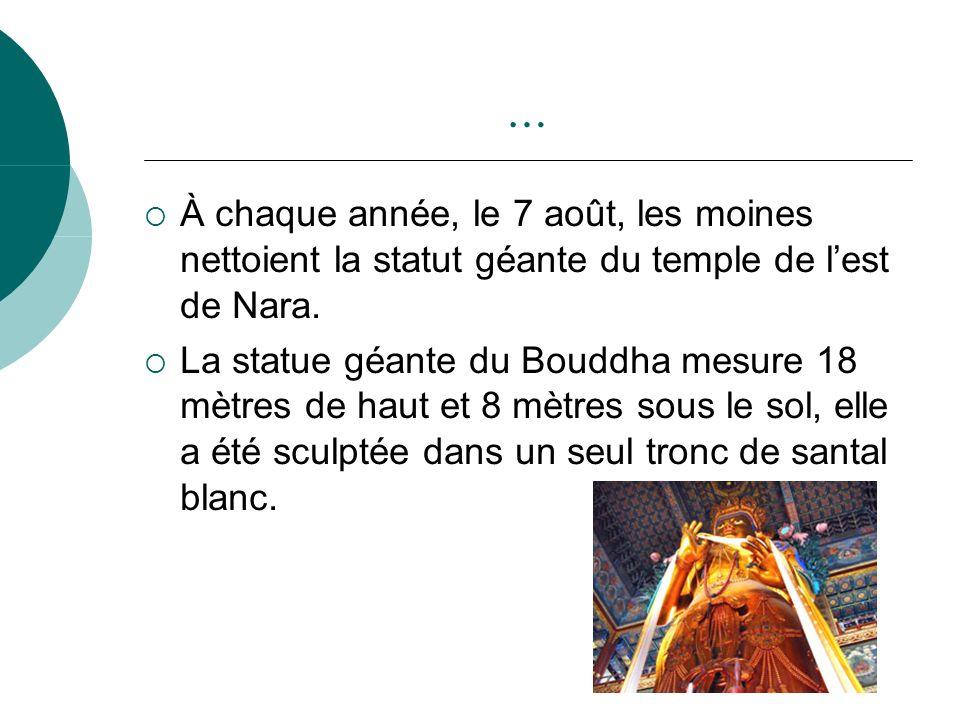 … À chaque année, le 7 août, les moines nettoient la statut géante du temple de lest de Nara. La statue géante du Bouddha mesure 18 mètres de haut et