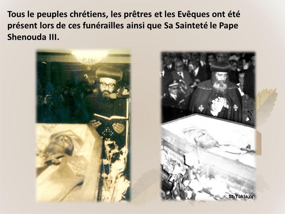 Tous le peuples chrétiens, les prêtres et les Evêques ont été présent lors de ces funérailles ainsi que Sa Sainteté le Pape Shenouda III.