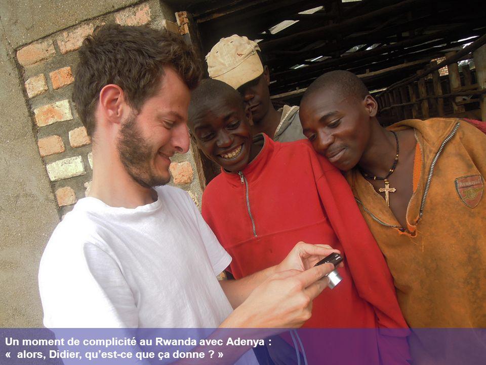 Un moment de complicité au Rwanda avec Adenya : « alors, Didier, quest-ce que ça donne ? »