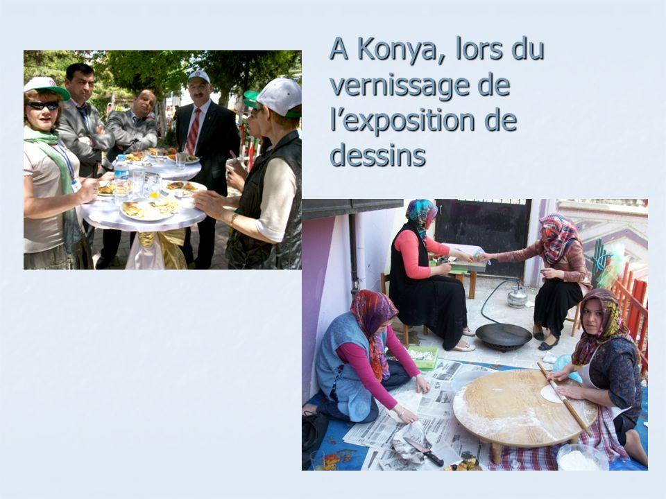 A Konya, lors du vernissage de lexposition de dessins