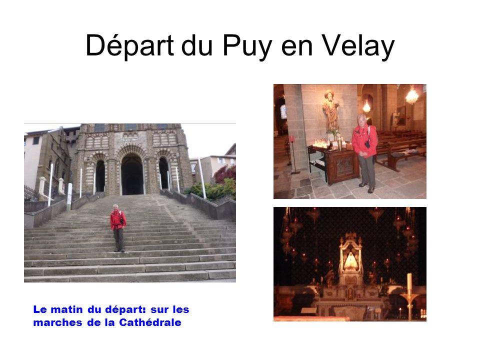 Départ du Puy en Velay Le matin du départ: sur les marches de la Cathédrale