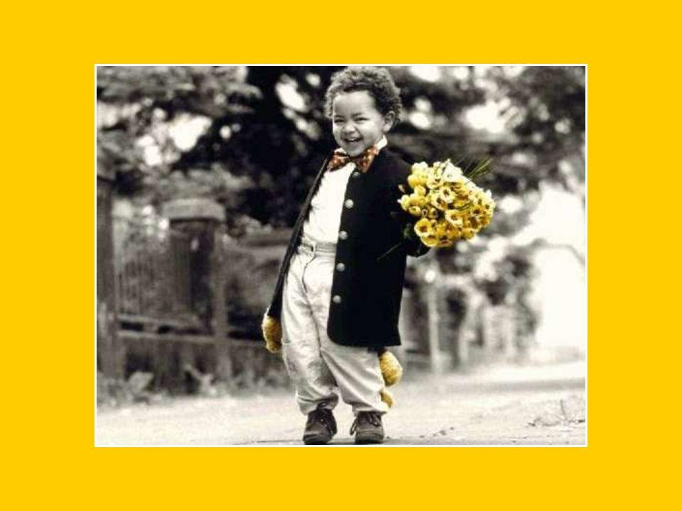 Un petit bonheur c'est le rire D'un enfant Qui nous transmet sa joie d'être là, Ici-bas.