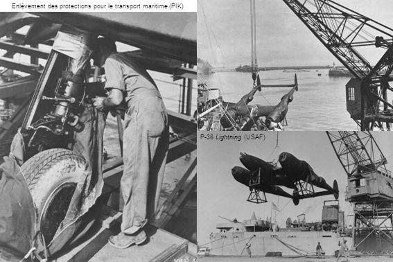 Enlèvement des protections pour le transport maritime (PIK) P-38 Lightning (USAF)