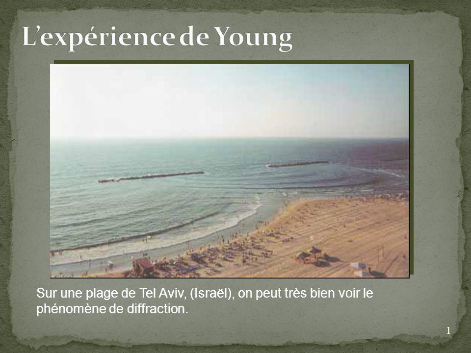 1 Sur une plage de Tel Aviv, (Israël), on peut très bien voir le phénomène de diffraction.