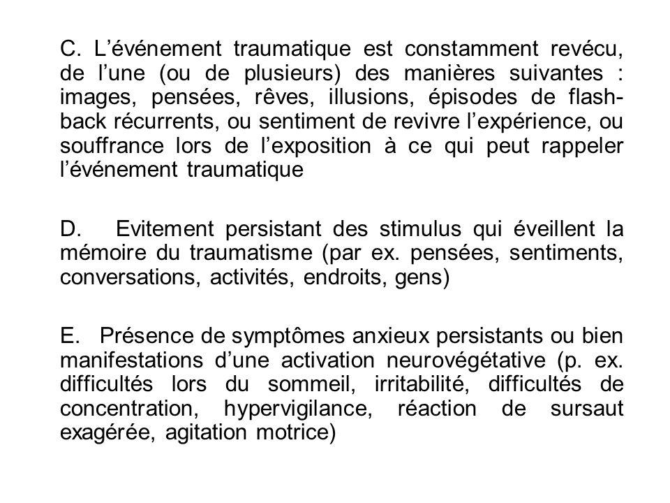 C. Lévénement traumatique est constamment revécu, de lune (ou de plusieurs) des manières suivantes : images, pensées, rêves, illusions, épisodes de fl
