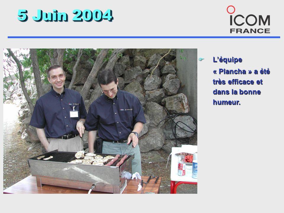 5 Juin 2004 F La presse a montrée un grand intérêt, notre revendeur sous laffiche du 208 un peu moins. F Les participants grâce à Vincent ont emporté