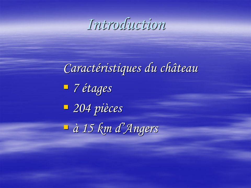 Introduction Caractéristiques du château 7 étages 7 étages 204 pièces 204 pièces à 15 km dAngers à 15 km dAngers
