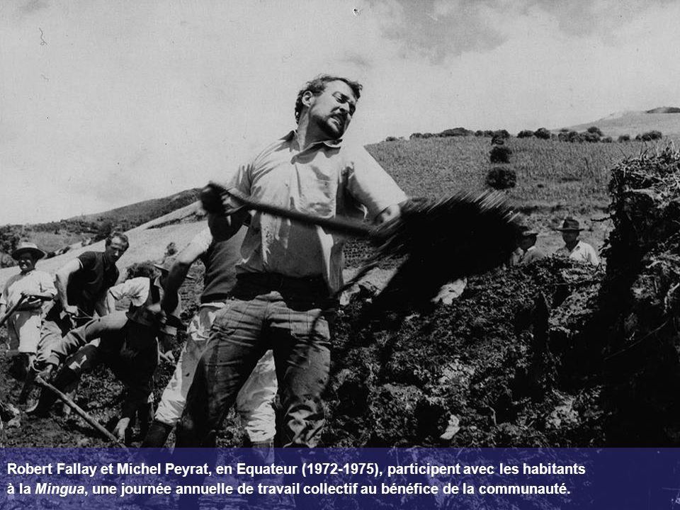 Robert Fallay et Michel Peyrat, en Equateur (1972-1975), participent avec les habitants à la Mingua, une journée annuelle de travail collectif au béné