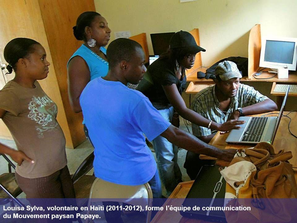 Louisa Sylva, volontaire en Haïti (2011-2012), forme léquipe de communication du Mouvement paysan Papaye.