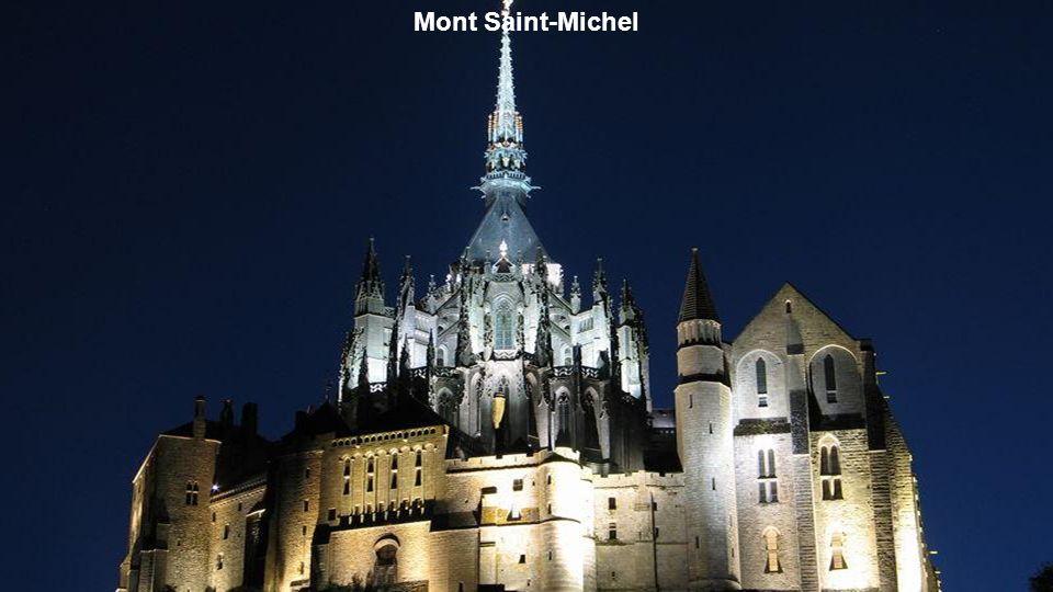 Le chœur de l'Abbaye du Mont Saint Michel inondé de soleil.