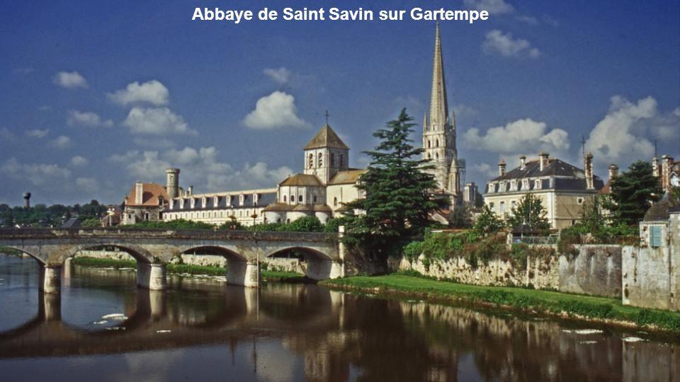 Chapelle rayonnante de la Cathédrale de Bourges Bas-côtés de la nef de la Cathédrale de Bourges