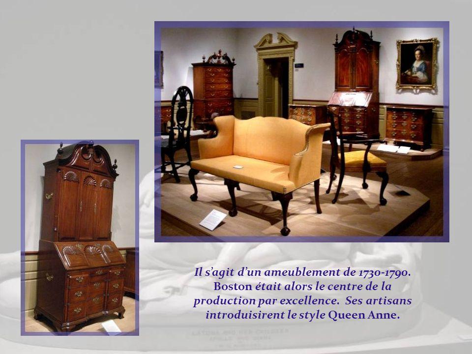 Au début du XVIIIe siècle (1700-1735), fut introduite la mode des meubles peints, imitation laque, bois exotique, marbre, ivoire, etc. Ci-dessous, un