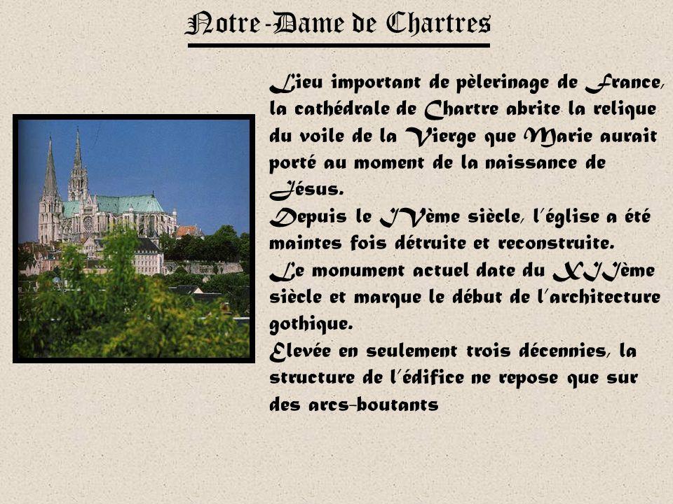 Particularité : « la cathédrale des anges » La cathédrale Notre -Dame de Reims est surnommée « la cathédrale des anges » Elle est en effet surmontée d