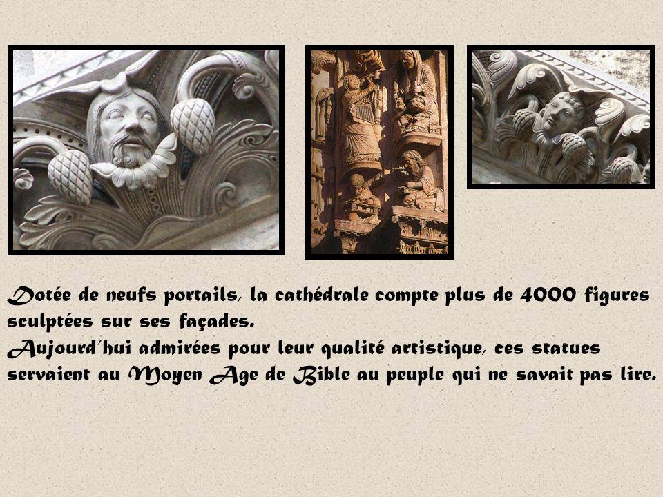 Notre-Dame de Chartres Lieu important de pèlerinage de France, la cathédrale de Chartre abrite la relique du voile de la Vierge que Marie aurait porté