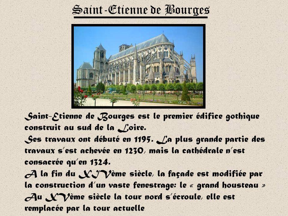 Avec plus de 2 500m2 de verrières, la cathédrale de Chartres possède le plus bel ensemble vitré du XIIIème siècle. Réputés pour leur couleur bleue ini