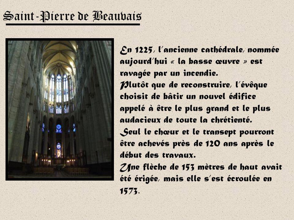 Admirable par ses proportions et lunité de sa conception, la cathédrale Saint-Etienne de Bourges a été inscrite en décembre 1992 sur la liste du patri
