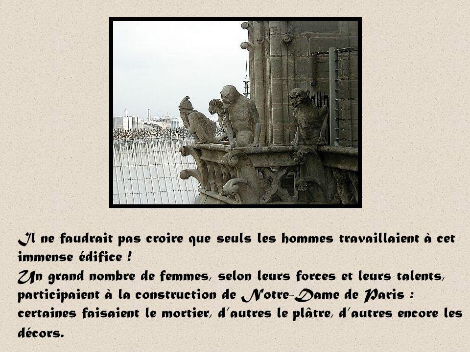 Notre-Dame de Chartres Lieu important de pèlerinage de France, la cathédrale de Chartre abrite la relique du voile de la Vierge que Marie aurait porté au moment de la naissance de Jésus.