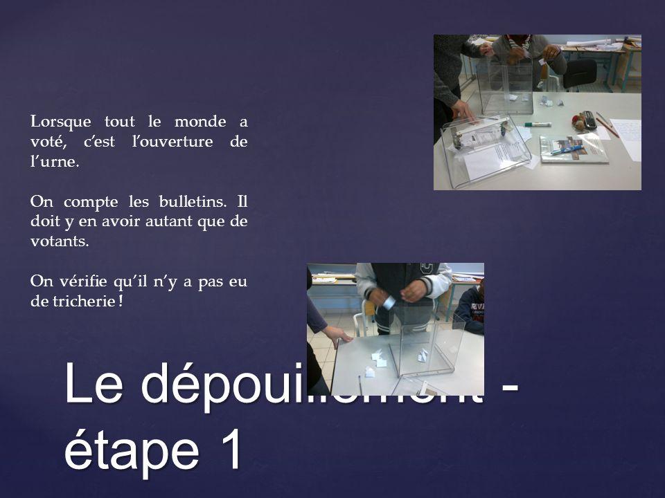 Le dépouillement - étape 2 Un assesseur déplie les bulletins et lis les numéros inscrits.