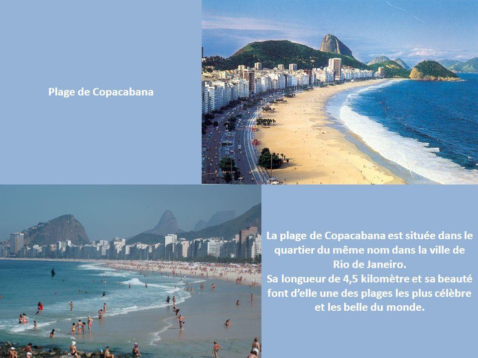 La plage de Copacabana est située dans le quartier du même nom dans la ville de Rio de Janeiro. Sa longueur de 4,5 kilomètre et sa beauté font delle u