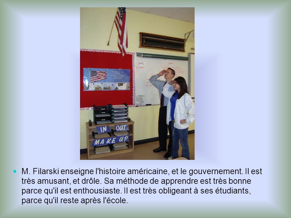 M. Filarski enseigne l'histoire américaine, et le gouvernement. Il est très amusant, et drôle. Sa méthode de apprendre est très bonne parce qu'il est