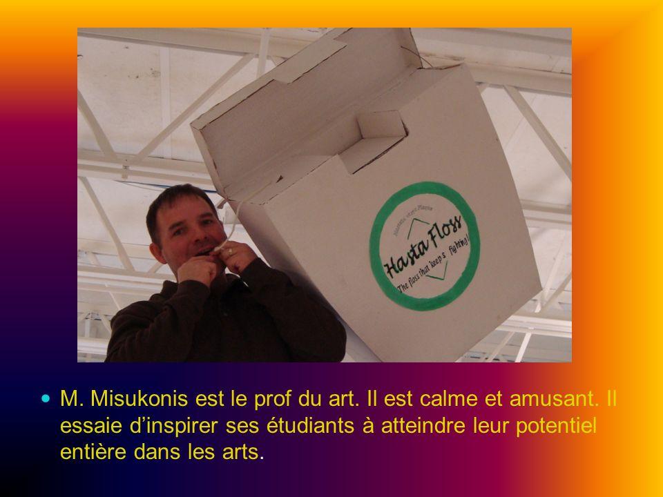 M. Misukonis est le prof du art. Il est calme et amusant. Il essaie dinspirer ses étudiants à atteindre leur potentiel entière dans les arts.