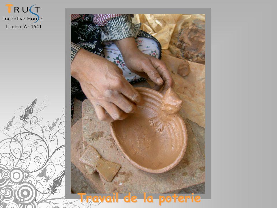 Travail de la poterie
