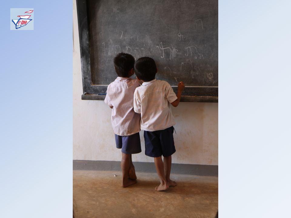 Le Laos est lun des pays des plus pauvres au monde: – le taux dalphabétisation est de 67,5% pour les hommes et de 38,1% pour les femmes, – la durée mo