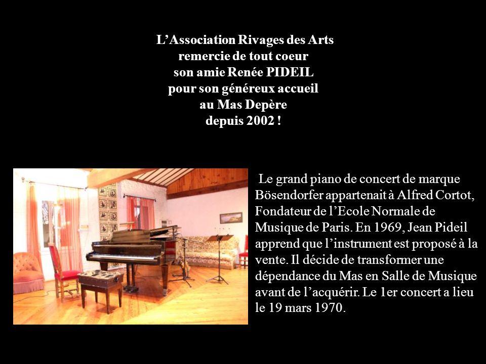 Le grand piano de concert de marque Bösendorfer appartenait à Alfred Cortot, Fondateur de lEcole Normale de Musique de Paris. En 1969, Jean Pideil app