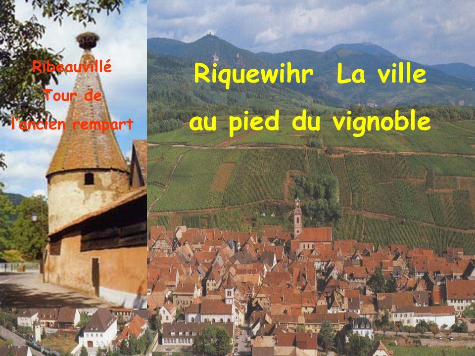 Ribeauvillé La place du Général de Gaulle Ribeauvillé la tour des Bouchers
