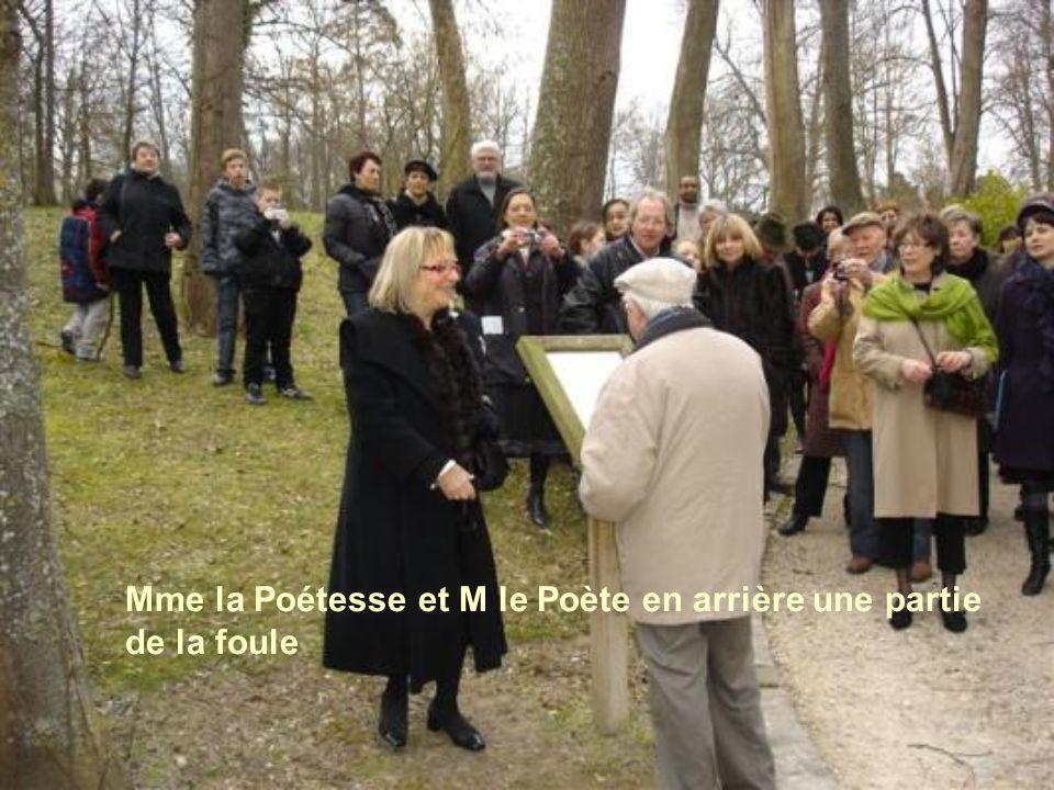 Une petite Québécoise fut honorée par la Ville dAvon, (France) parmi 248 poètes pour son poème « TOI MON AMIE »